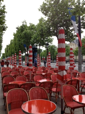Red chairs Champs Elysées