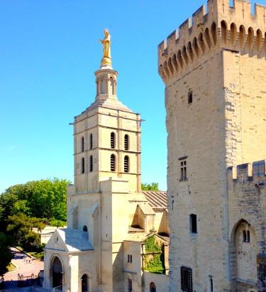 Avignon gold statue.jpg