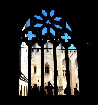 Avignon palais des papes silhouette.jpg