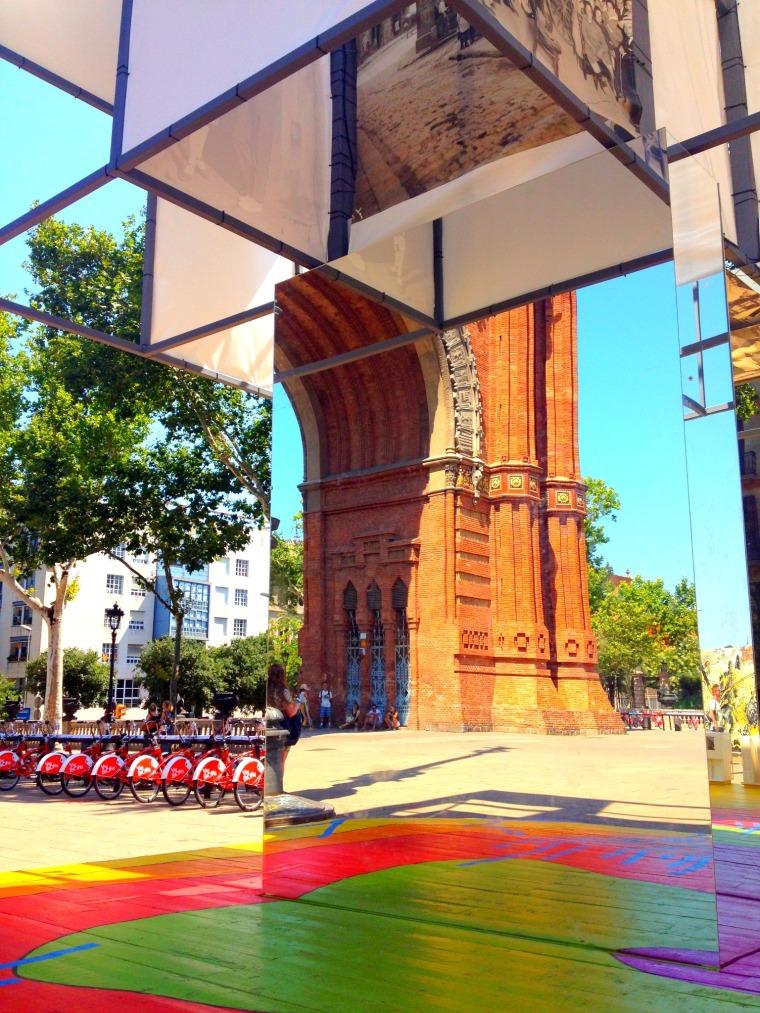 Barcelona arc de triomphe mirror