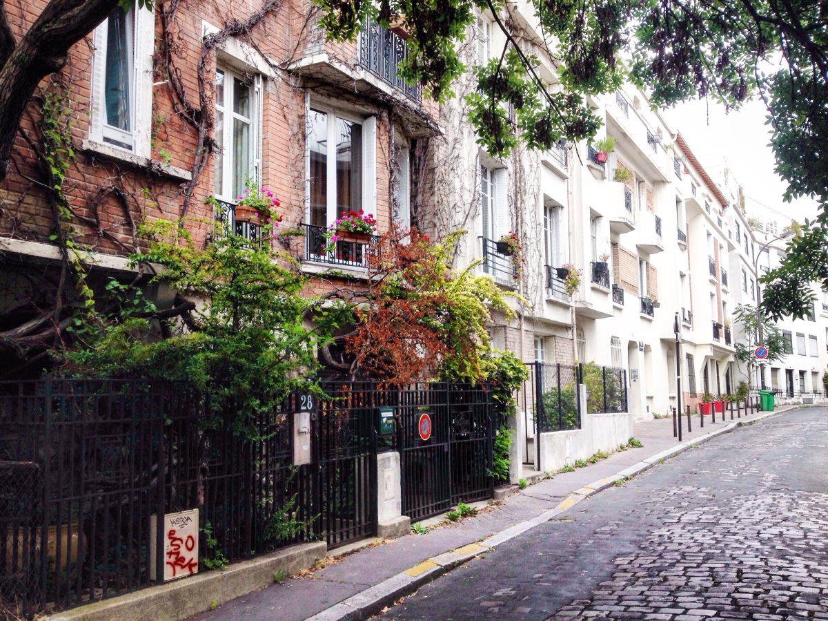 3 Dreamy Neighborhoods to Wander in Paris